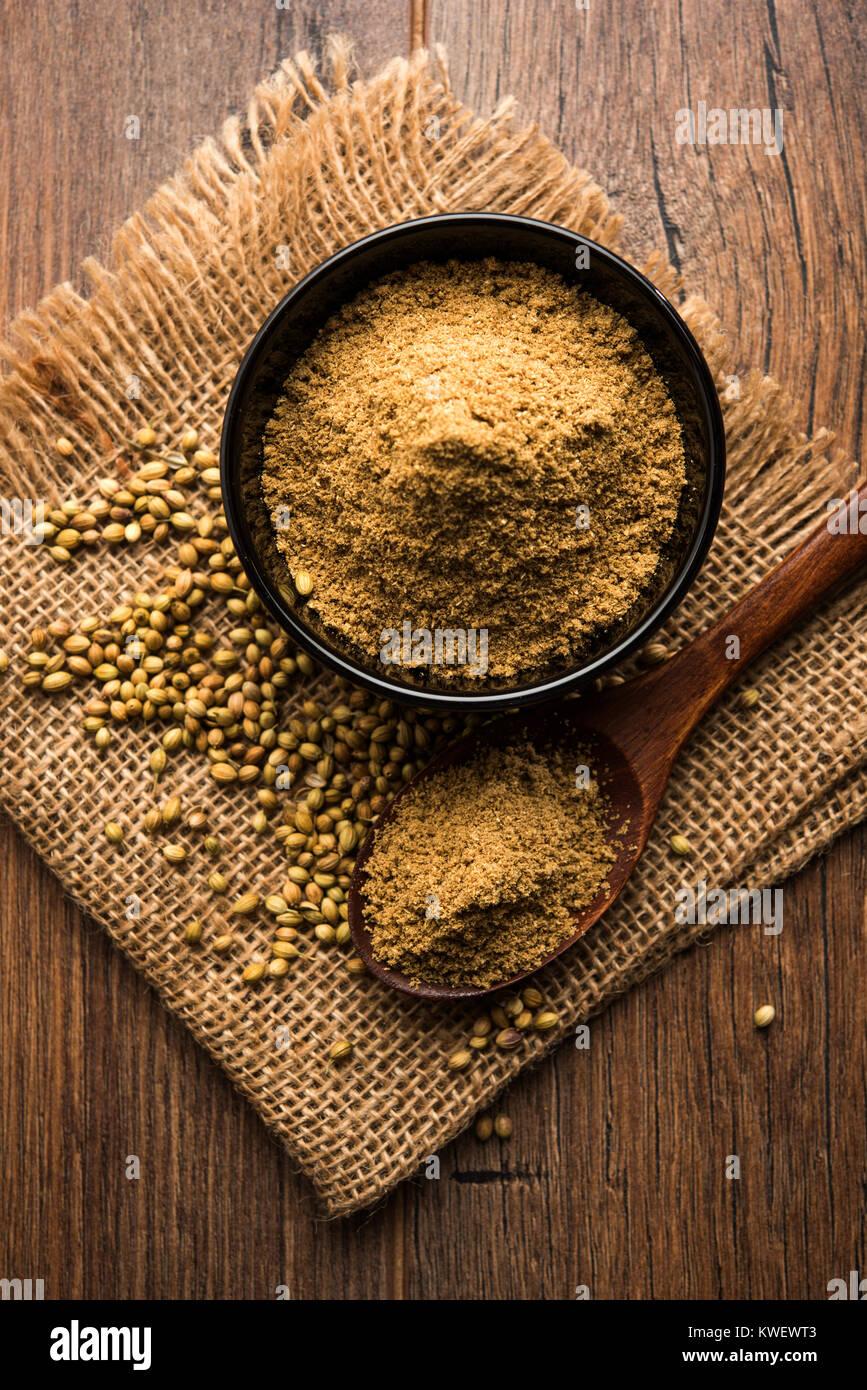 Indian Spice coriandolo in polvere heap, il fuoco selettivo Immagini Stock
