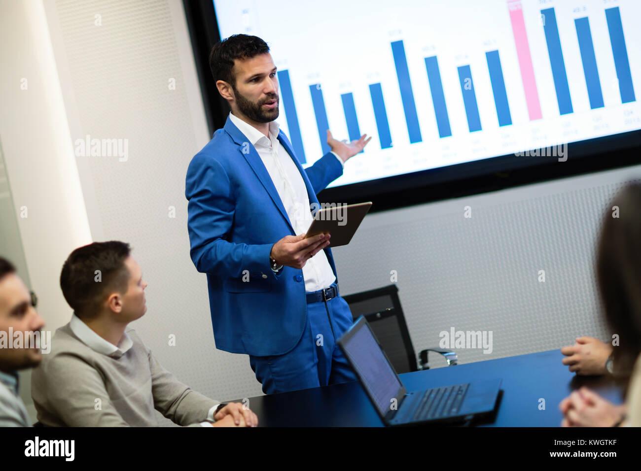 Foto del seminario di business in sala conferenze Immagini Stock