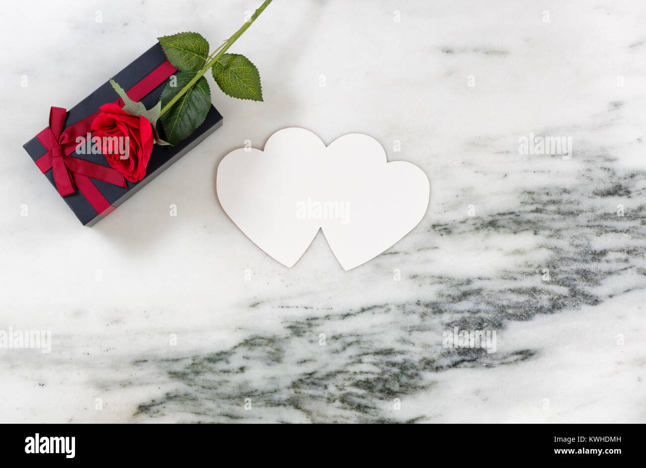 Single Red Rose On Dark Confezione Regalo Con Cuore Scheda Sagomata
