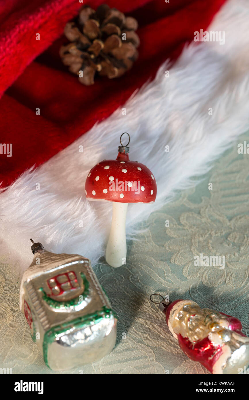 Addobbi Natalizi Vintage.Ancora La Vita Di Vintage Addobbi Natale Su Rosso Santa Hat Foto