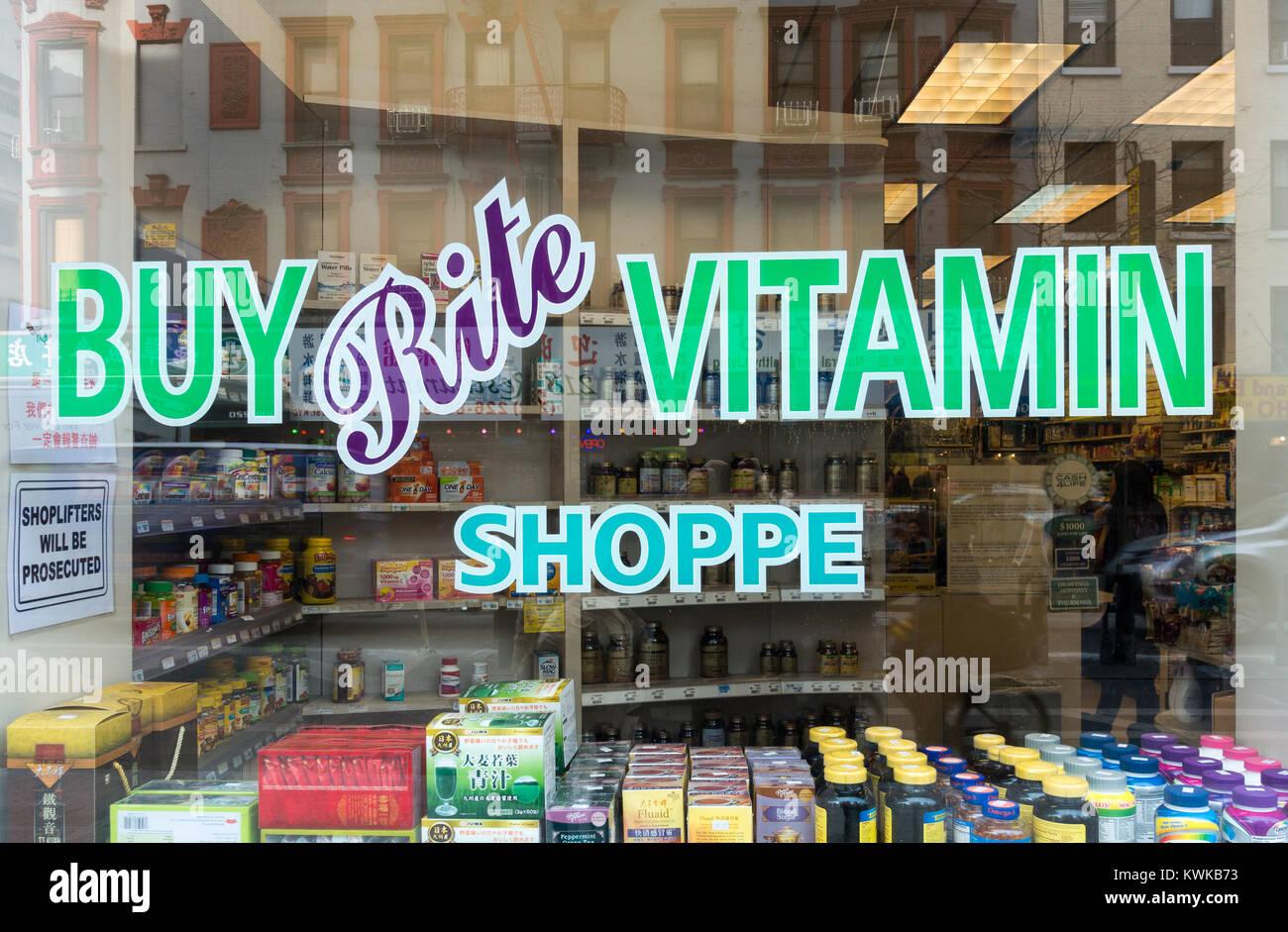 Finestra di un rito acquistare Vitamin Shoppe su Grand Street a Chinatown, New York City Immagini Stock