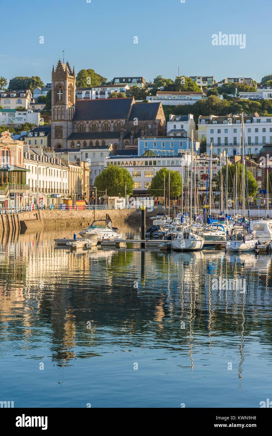 Vista la mattina di Torquay dal porto, Devon, Inghilterra. Agosto 2017 Immagini Stock