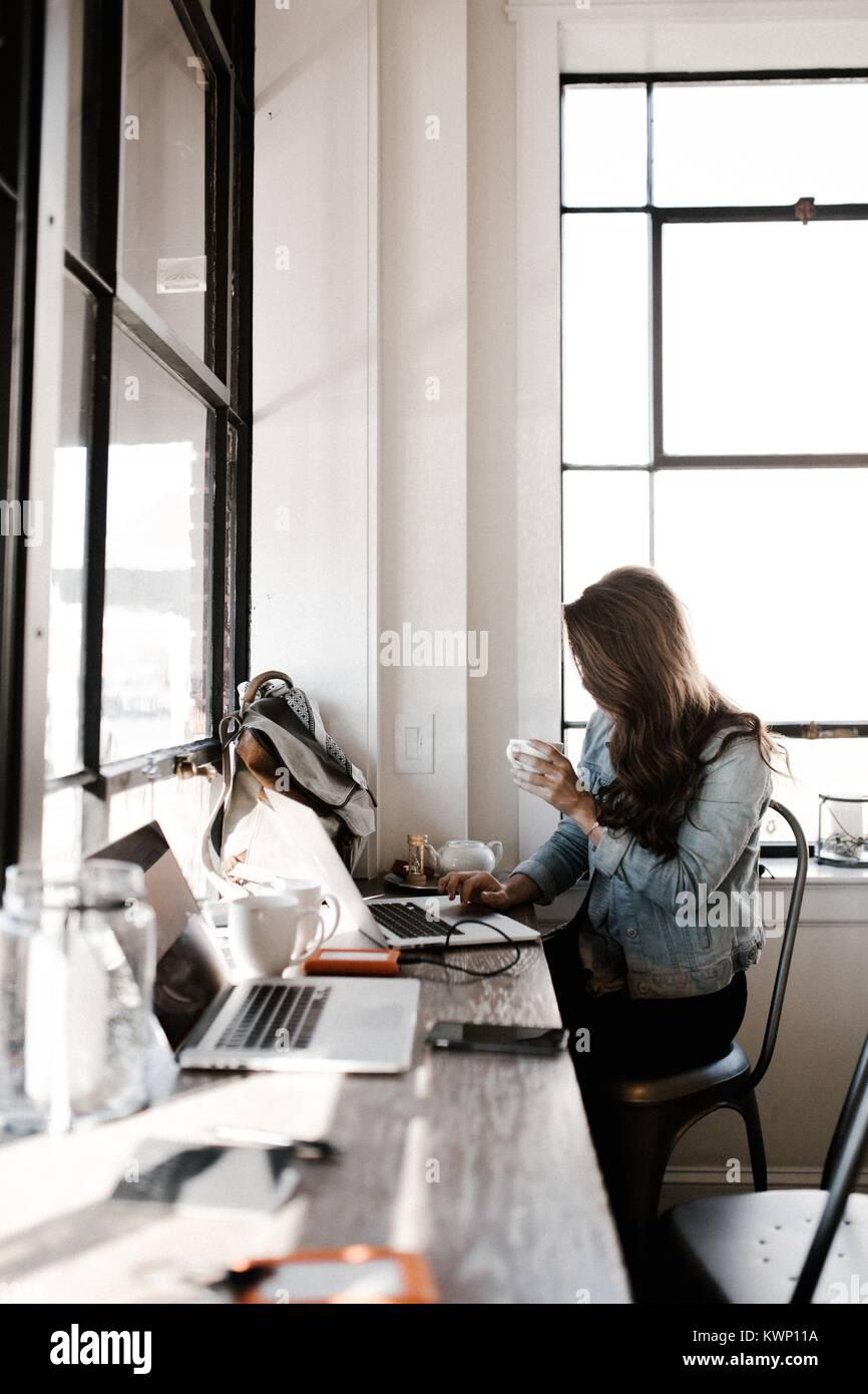 La gente di affari di incontro e condivisione delle idee Foto Stock