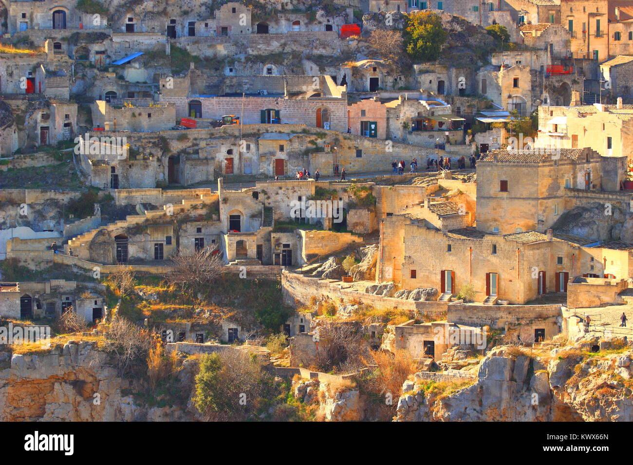 Case In Pietra Antiche : Belle vecchie case di pietra in villaggio antico spagnolo immagine