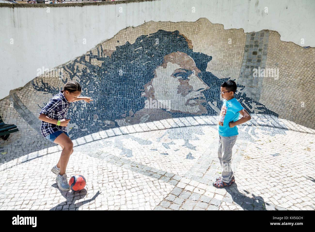 Lisbona portogallo alfama quartiere storico muro di amalia rodrigues