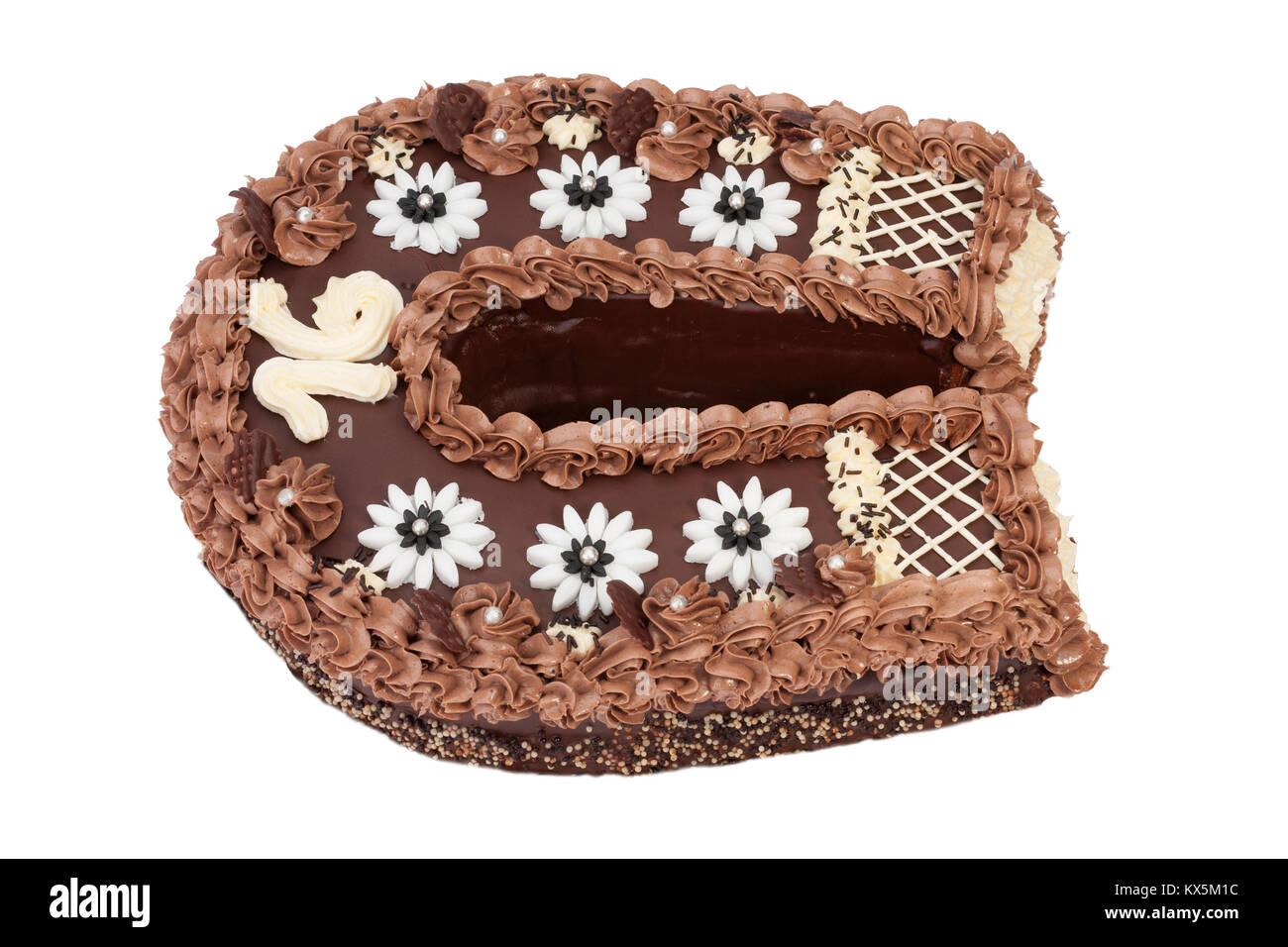 Chiusura del compleanno di pan di spagna con crema al cioccolato a forma di ferro di cavallo - Glassa a specchio su pan di spagna ...