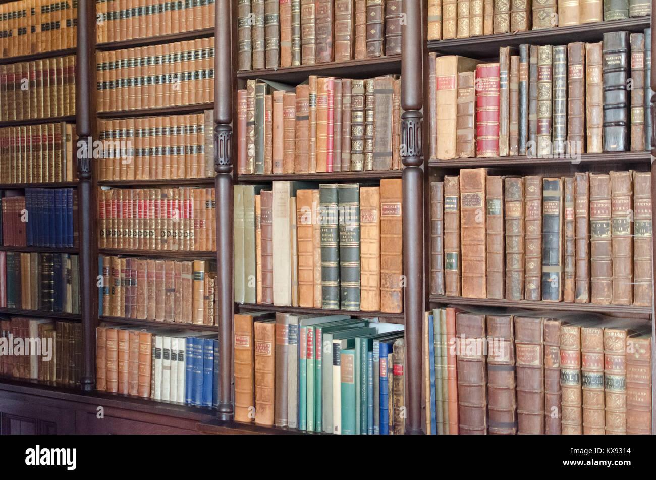 Se la conoscenza è potere, allora questi libri sono uno storico tesoro... Immagini Stock