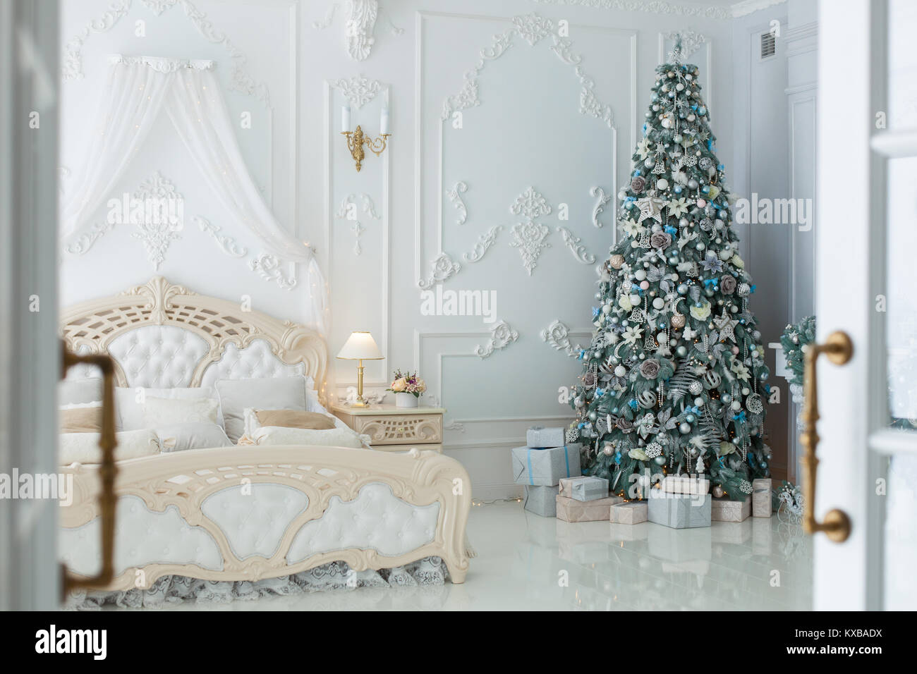 Camera Matrimoniale In Regalo.Albero Di Natale E Regali In Camera Da Letto In Stile Rococo Foto