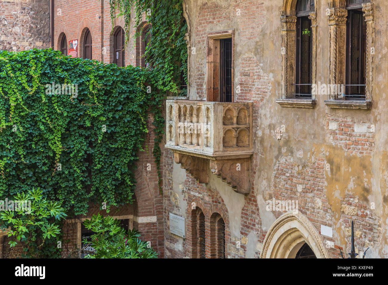 Il balcone della casa di Julia, la Casa di Giulietta, Via Cappello, Verona, Veneto, Italia Immagini Stock