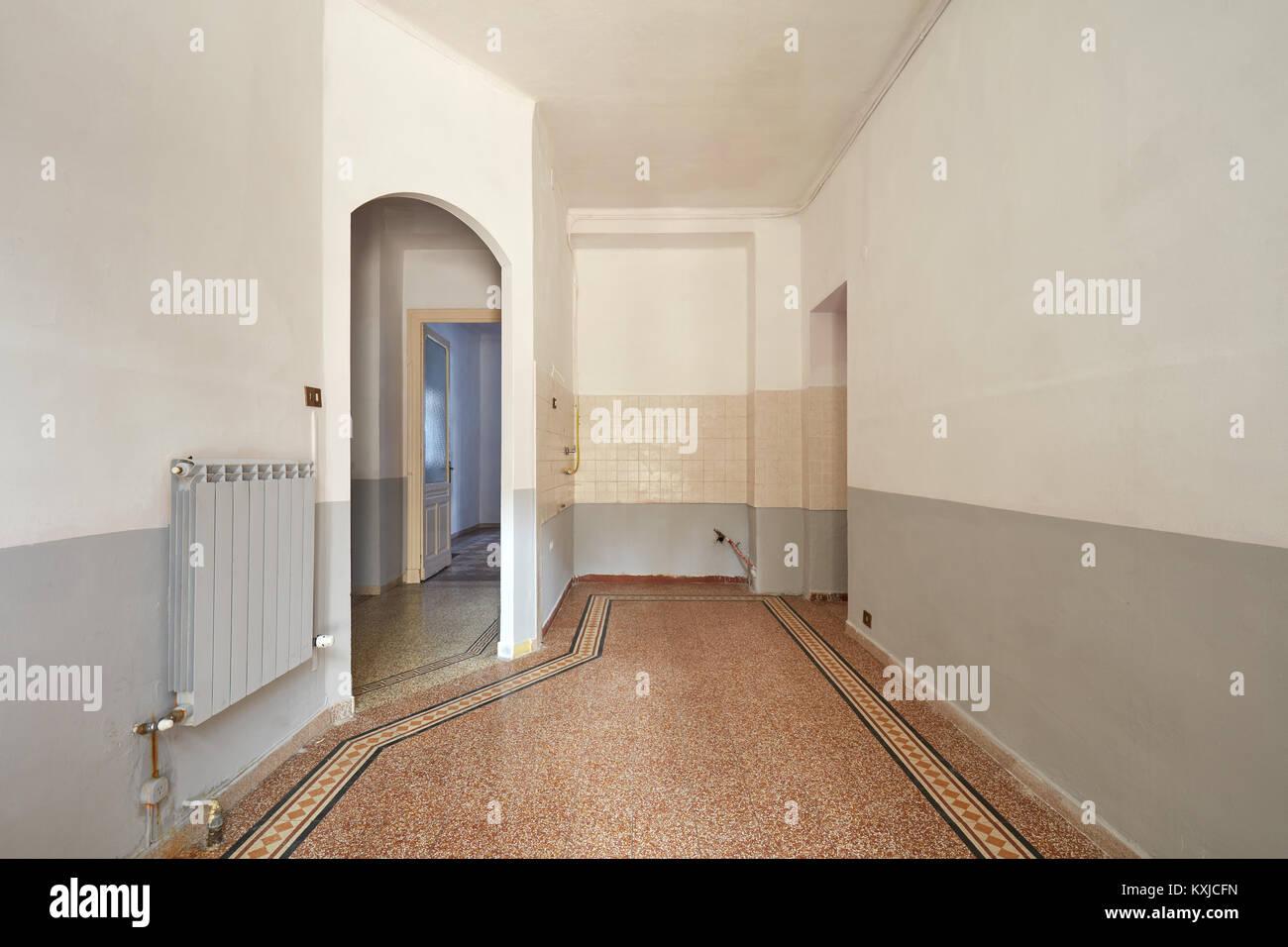 Svuotare il soggiorno e angolo cottura interno con pavimento