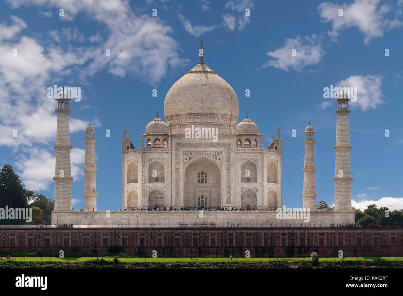 Taj Mahal dal fiume Yamuna, Agra, Uttar Pradesh, India Immagini Stock