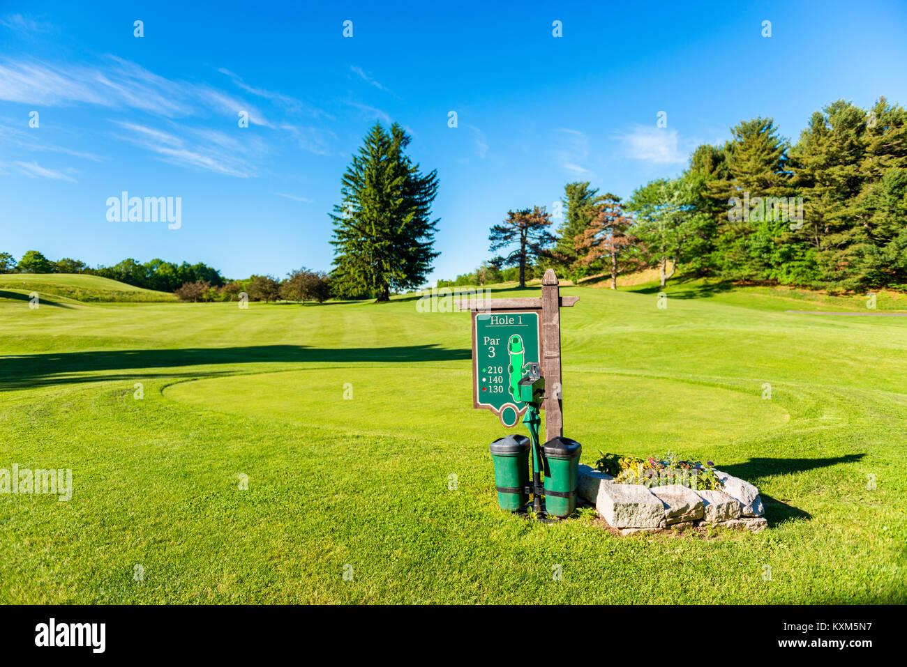 Il raccordo a t al primo foro del campo da Golf in Upstate New York, Stati Uniti d'America Immagini Stock