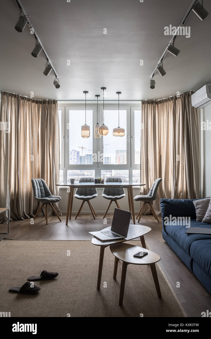 Arredamento Moderno Con Parquet.Elegante Arredamento Moderno Con Pareti Bianche E Pavimenti