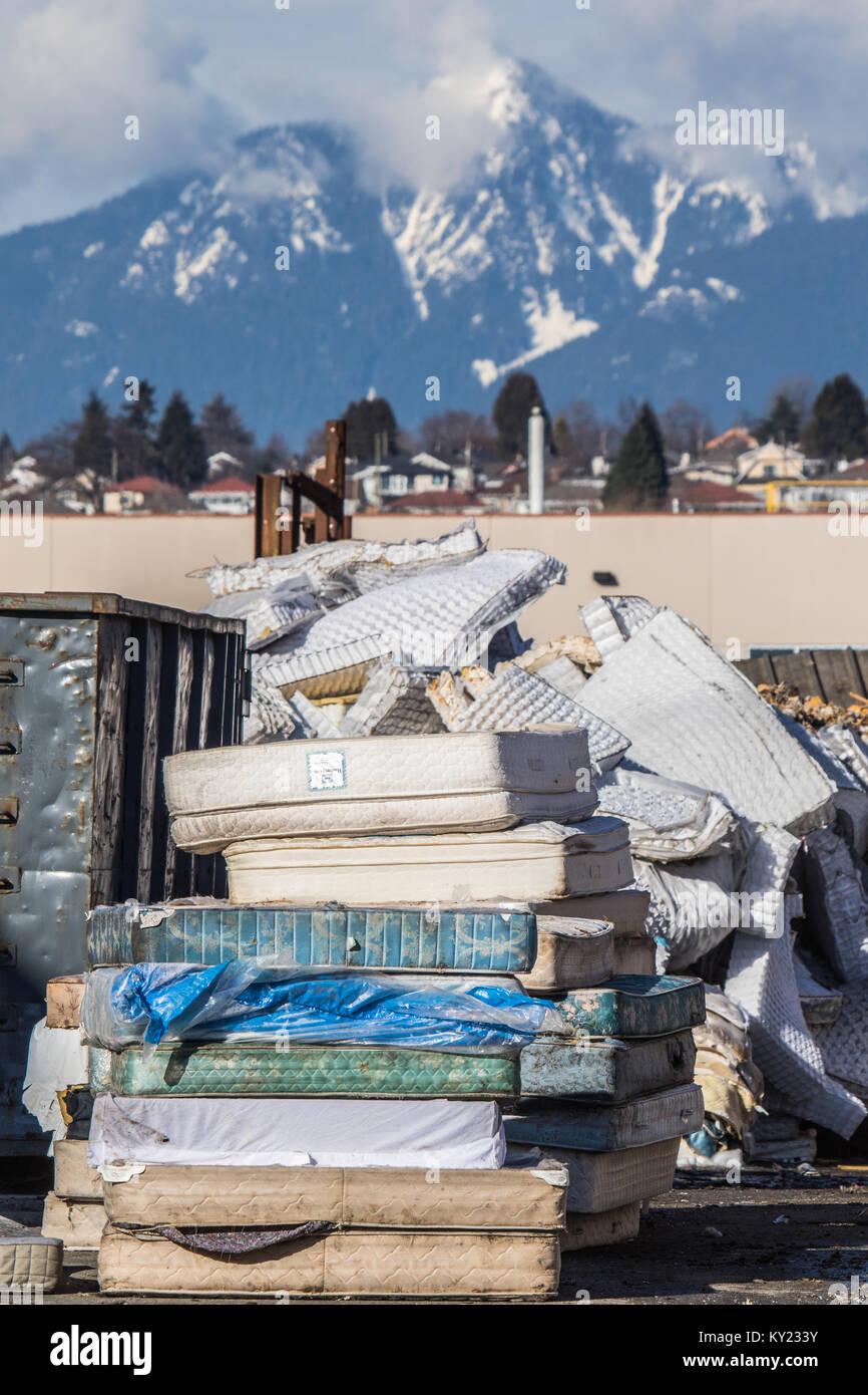 Materasso stabilimento di riciclaggio .sforzandosi di riciclare ogni bit di materassi usati per avere un impatto Immagini Stock