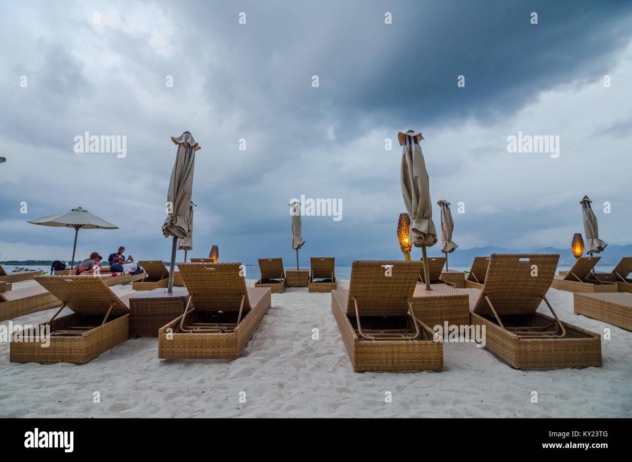 Splendida spiaggia a Gili Trawangan, o semplicemente Gili T, è la più grande delle tre isole Gili off Lombok. L'isola Foto Stock