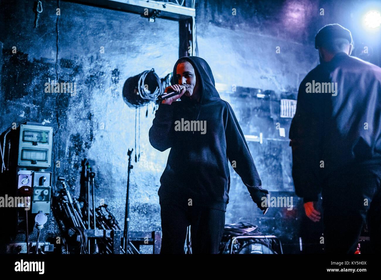 Bologna, Italia XII Jan 2018. L'hip hop trappola italiano duo performing live al Covo Club. Il suo nome è Immagini Stock