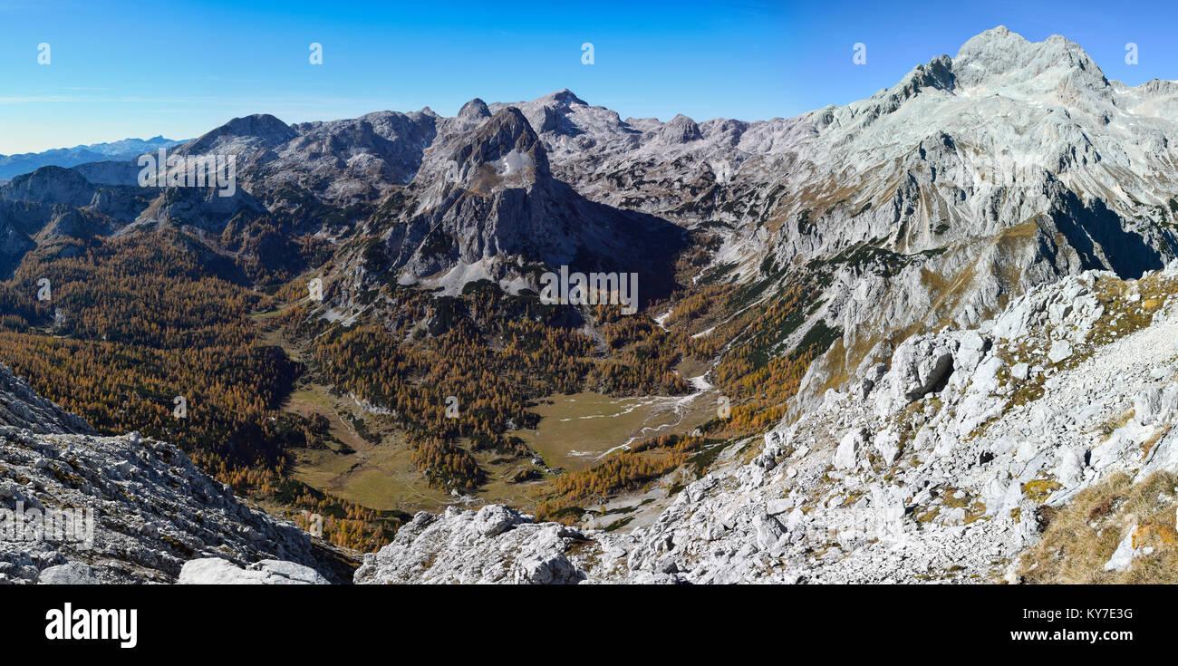 Velo Polje con il monte Triglav nelle Alpi Giulie, Slovenia Immagini Stock