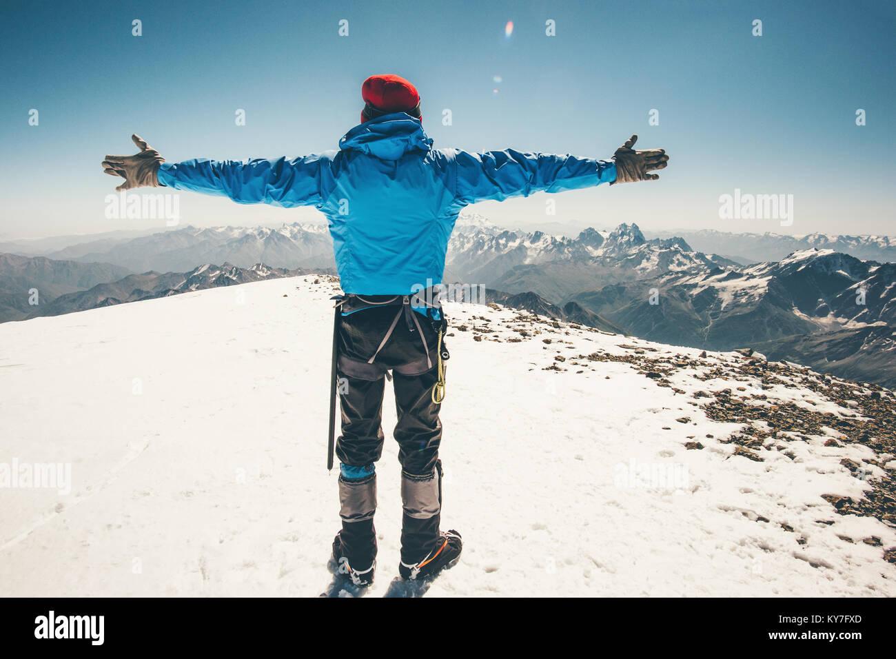 Scalatore uomo su Elbrus mountain summit est stile di vita viaggio concetto di successo avventura vacanze attive Foto Stock