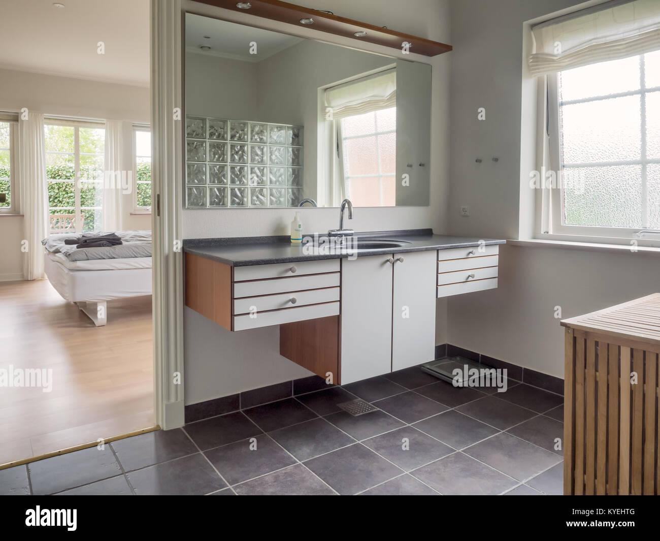 Toilette Da Bagno : Interno da una casa scandinava toilette o bagno foto & immagine