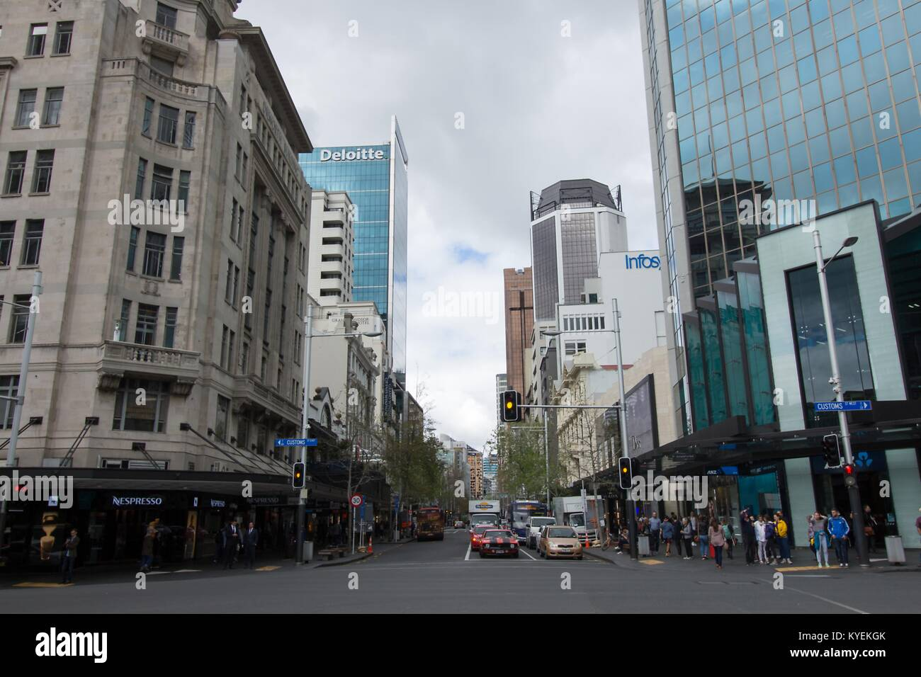 Deloitte e Infosys edifici sono visibili in Customs Street West quartiere di Auckland, in Nuova Zelanda, Ottobre Immagini Stock