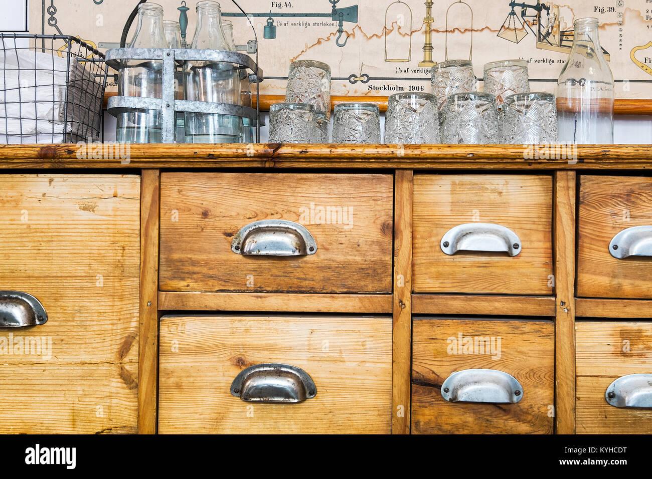 Credenza Con Chiave : Svedese di pino antico armadio credenza con cassetti metallo
