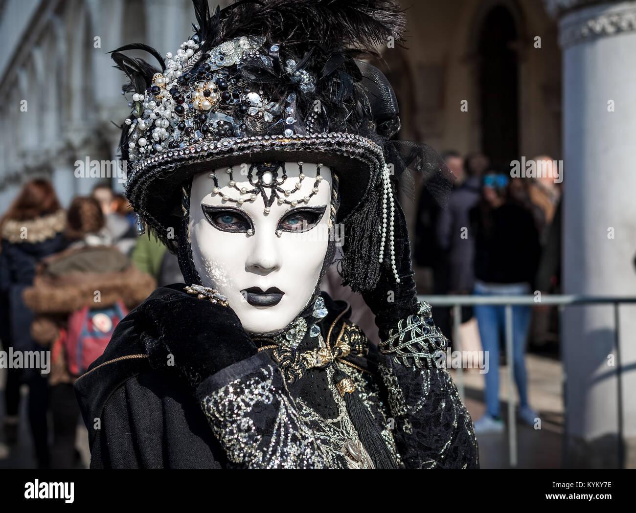Venezia, Italia - 18 febbraio 2017: Ritratto di una donna non ...
