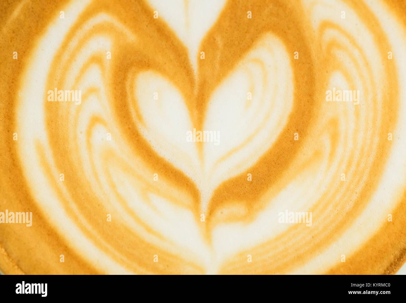 Close up forma ad albero latte art in una tazzina di caffè sfondo texture Immagini Stock