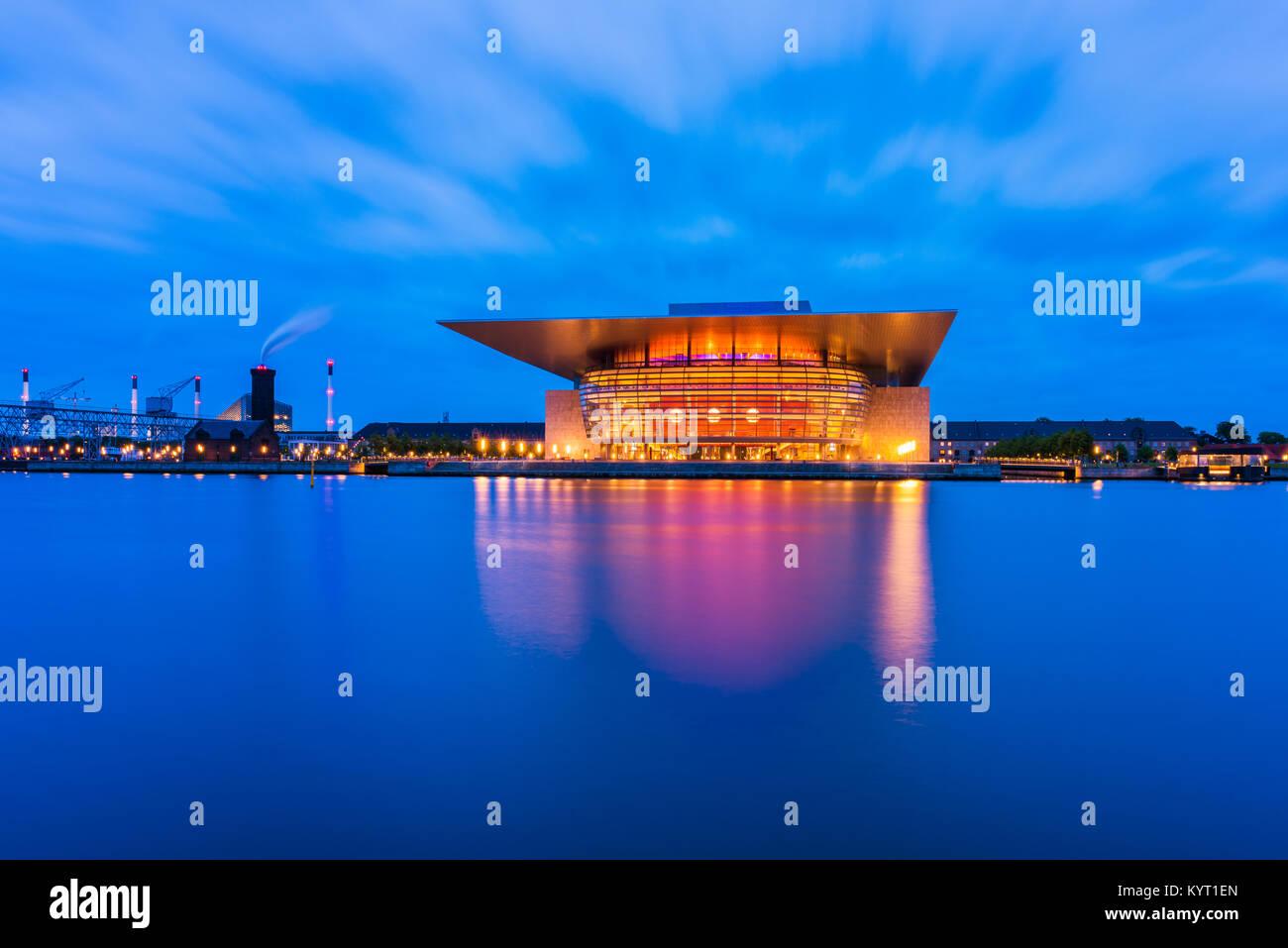 Copenaghen Opera House di Copenhagen, Danimarca. È l'opera nazionale di Danimarca e fu completato nel 2004. Immagini Stock