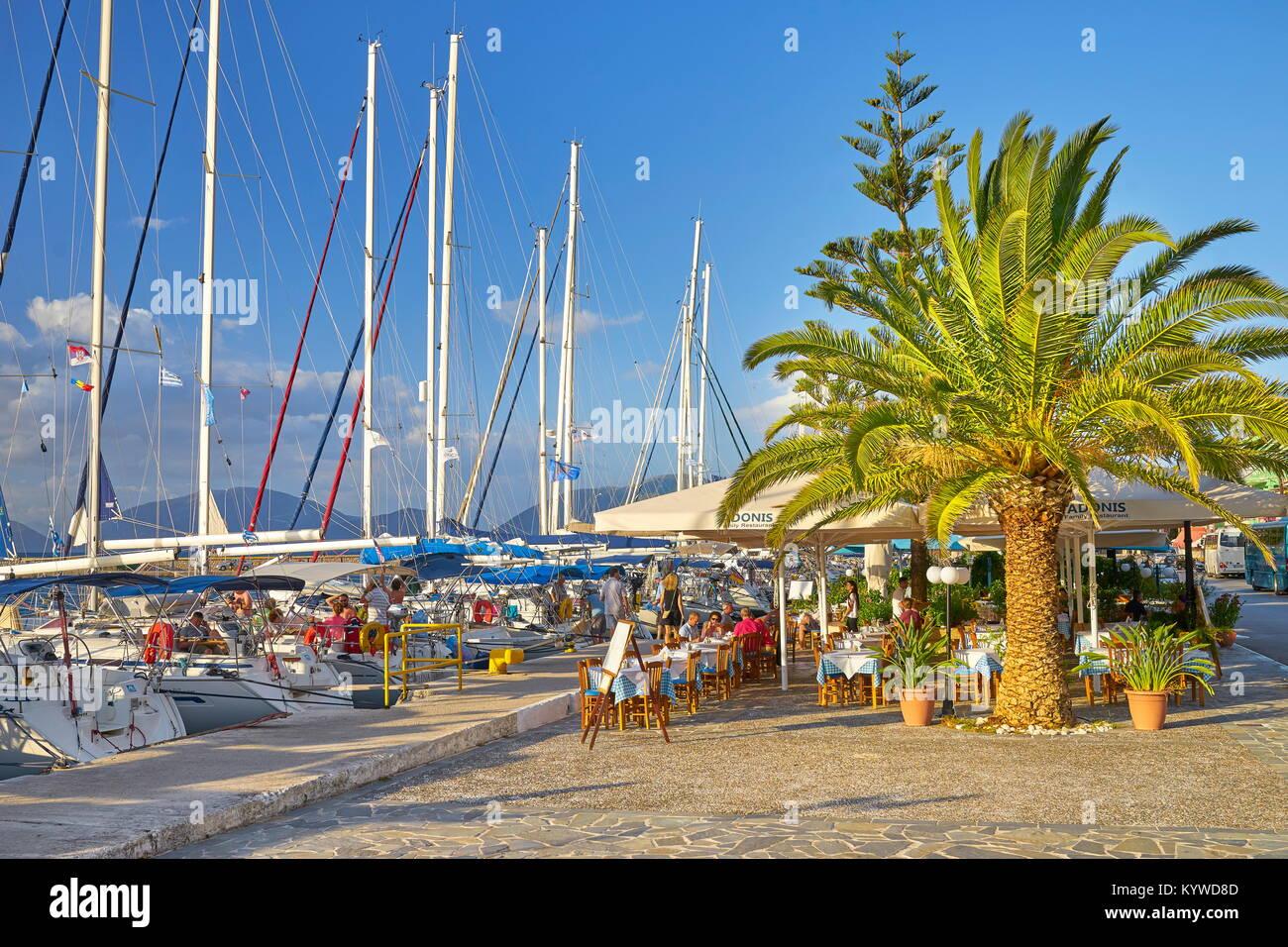 Marina al villaggio di Sami, l'isola di Cefalonia, Grecia Immagini Stock