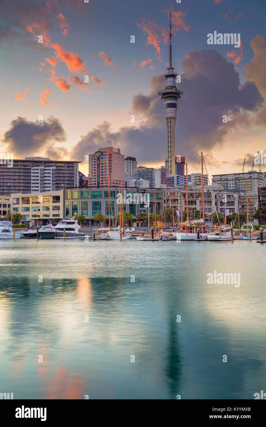 Auckland. Cityscape immagine della skyline di Auckland, in Nuova Zelanda durante il sunrise. Immagini Stock