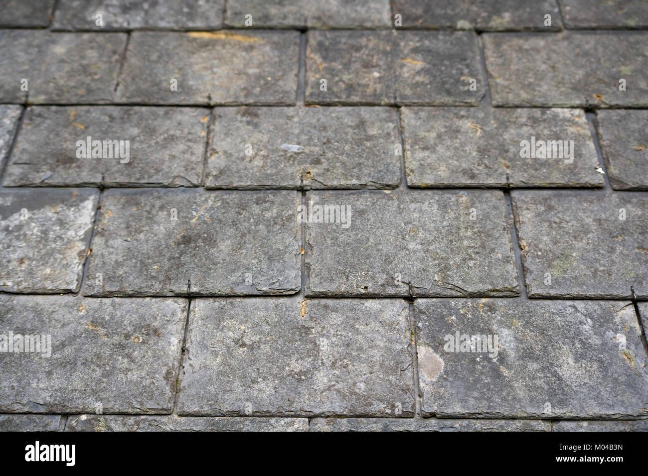 Il vecchio tetto spiovente piastrelle di ardesia foto immagine