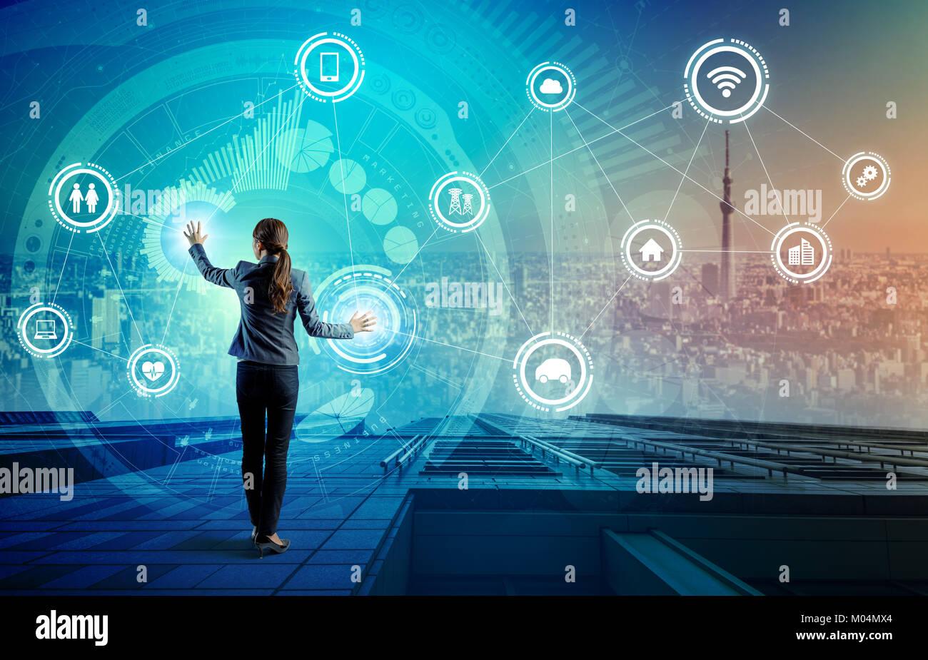 IoT(Internet delle cose) concetto. Fintech(Financial Technology). Le TIC(La tecnologia dell informazione e della comunicazione). Smart City. Trasporto digitale. misti m Foto Stock