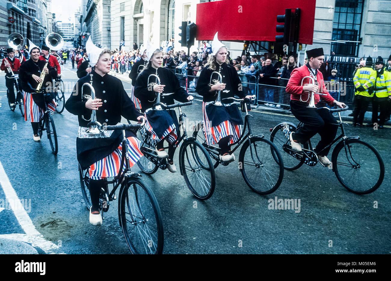 Il Crescendo olandese Showband prendendo parte all'annuale London Lord Mayor della manifestazione. Immagini Stock