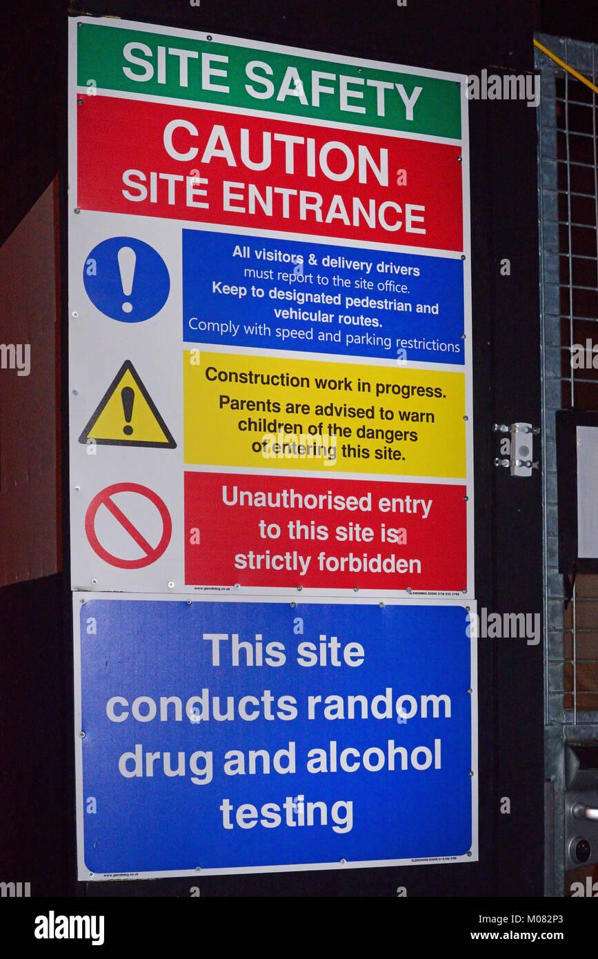 La salute e la sicurezza cartello segnaletico ol random di droga e alcool test in sito in costruzione regno unito Immagini Stock