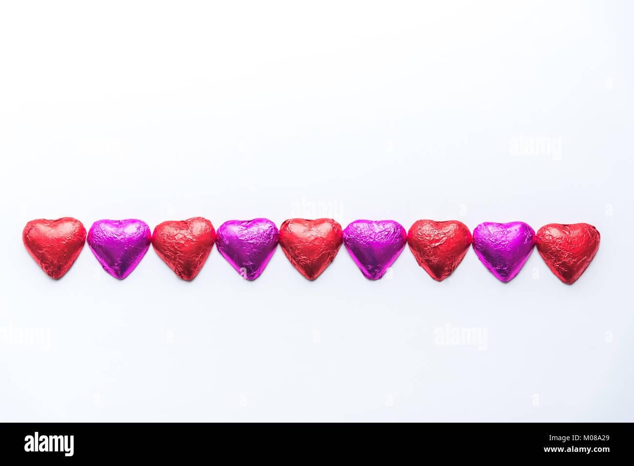 Riga Alternante Di Rosa E Rosso Stagnola Avvolto Il Cioccolato Cuori
