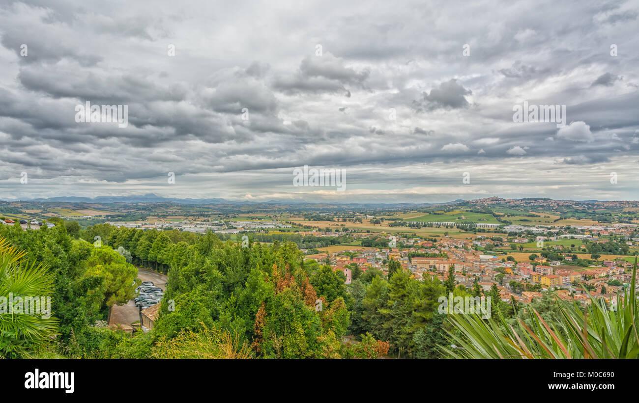 Case Di Campagna Marche : Marche paesaggio di campagna in italia la vista dalla terrazza
