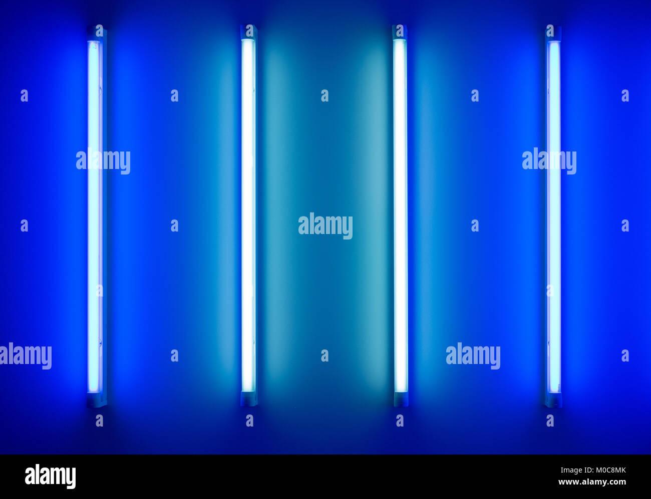 Lampade Al Neon Da Parete tubi al neon immagini e fotos stock - alamy
