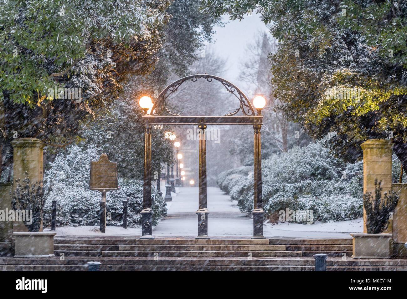 Atene, Georgia, Stati Uniti d'America presso l'Università di Georgia campus arch d'inverno. Immagini Stock