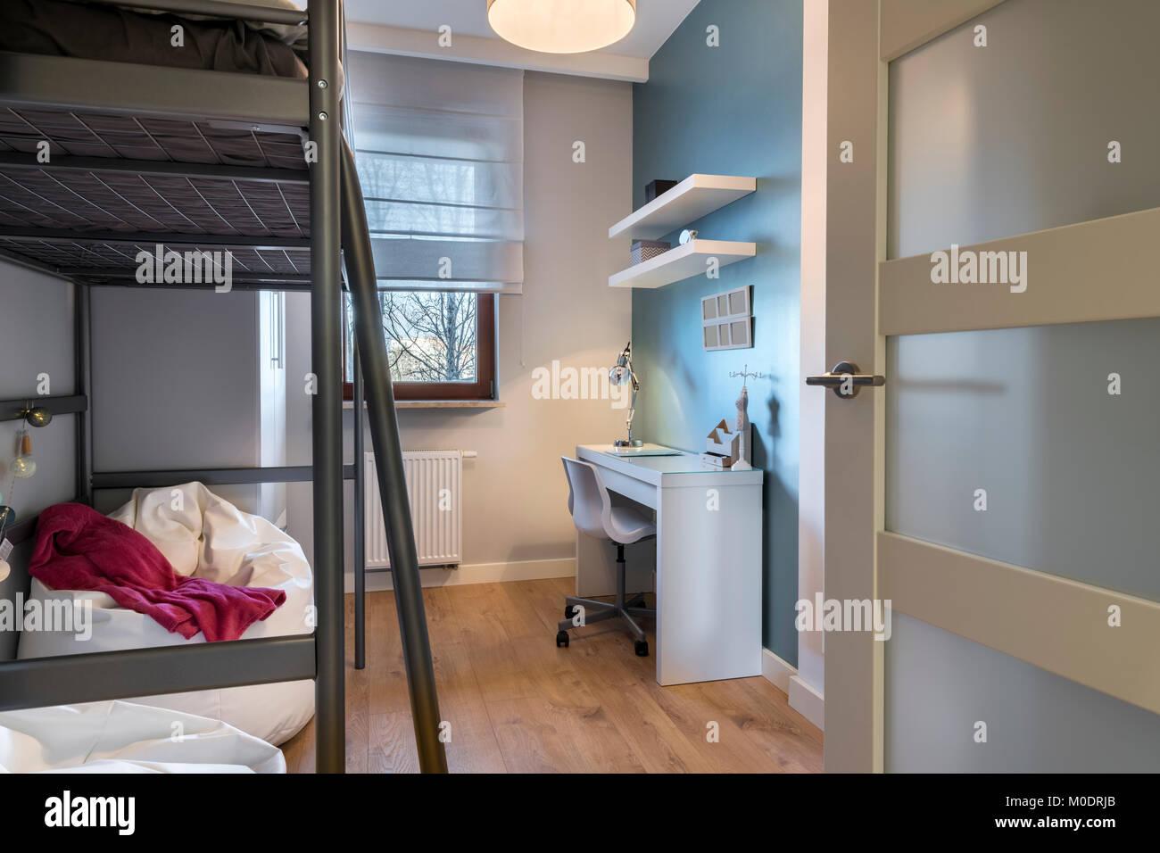 Adolescente moderna camera con letto a castello Foto & Immagine ...