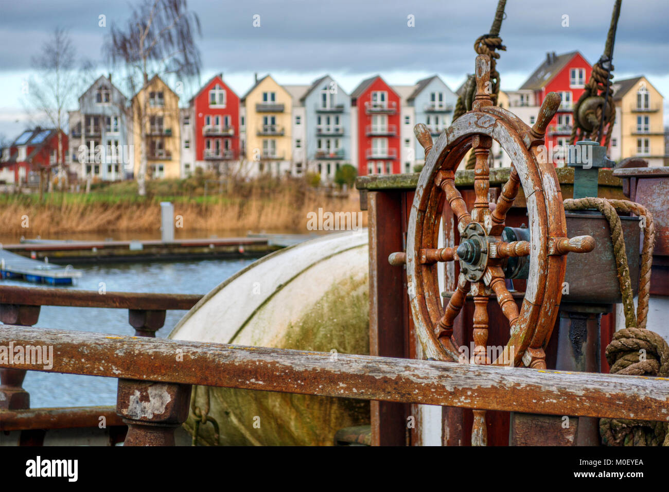 Volante di sterzo di una vecchia nave in Greifswald (Germania), HDR-tecnica Immagini Stock
