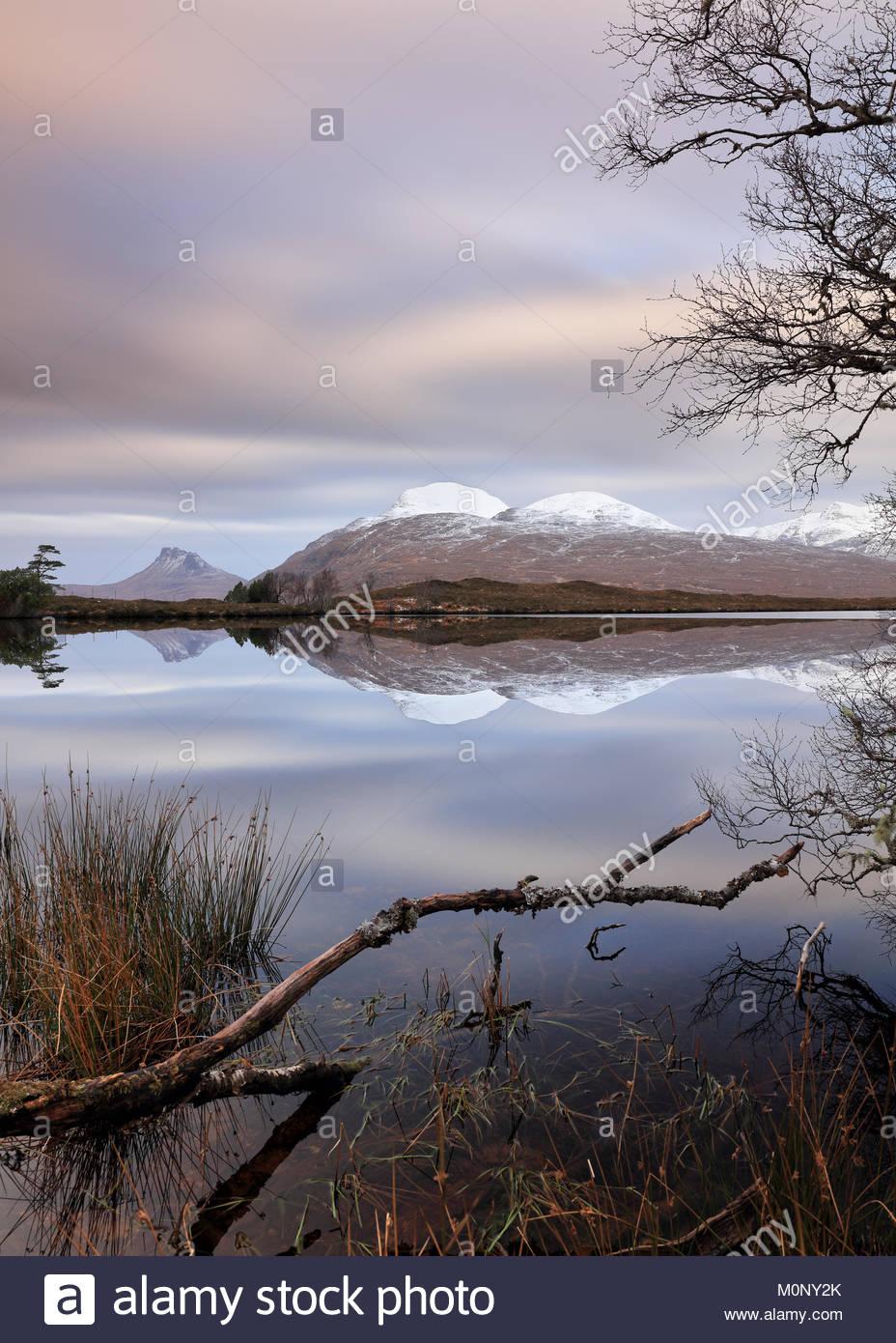 Un 188 secondo una lunga esposizione di Loch Cul Dromannan e del paesaggio di montagna nelle Highlands Scozzesi. Foto Stock