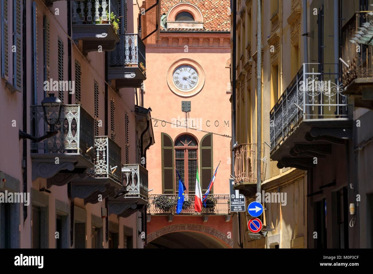 L'Italia,Piemonte,in provincia di Cuneo,Les Langhe,Alba,via Vittorio Emanuele Immagini Stock