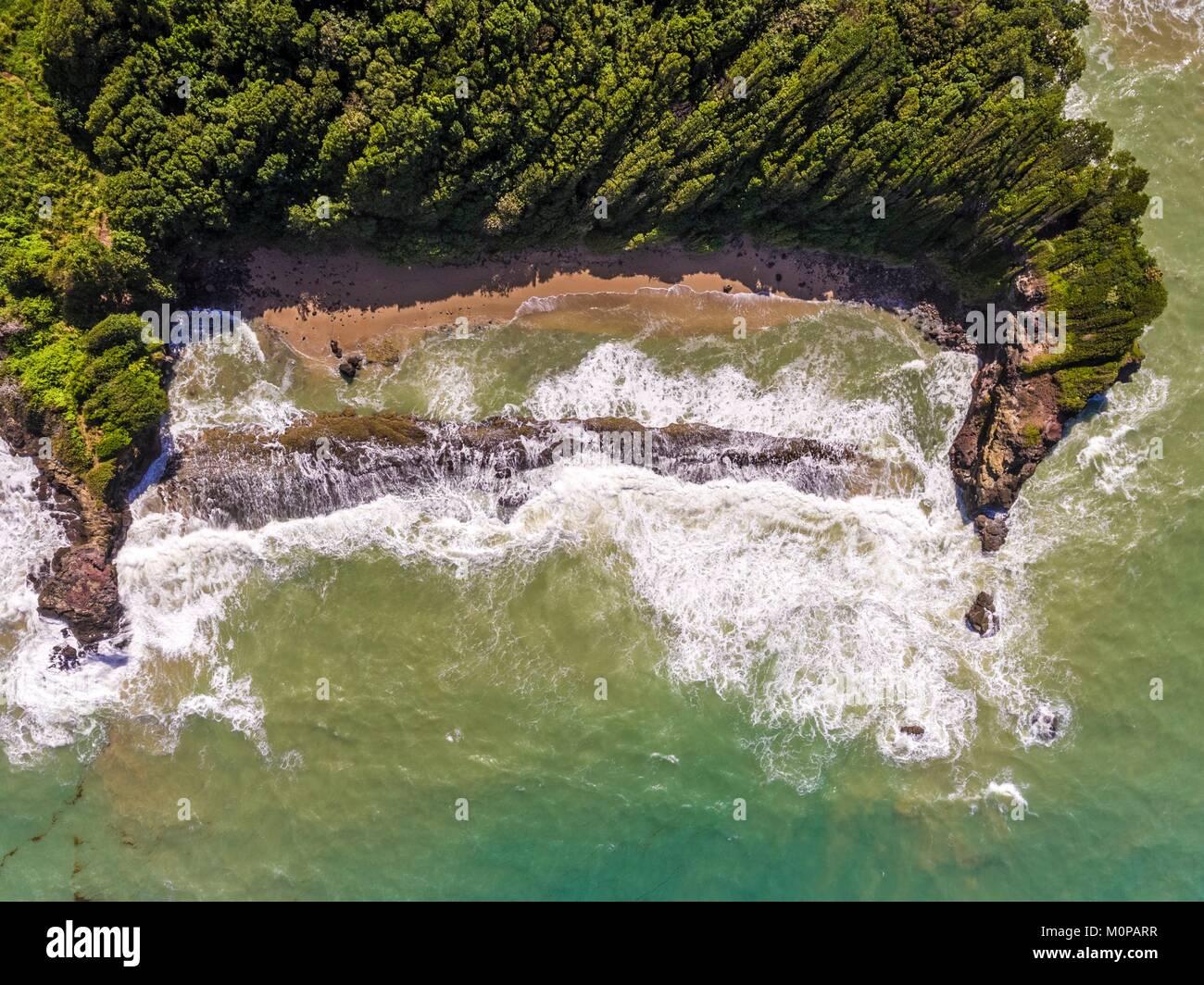 Francia,caraibi,Piccole Antille,Guadalupa,Basse-Terre,Sainte-Rose,vista aerea sulla spiaggia di Cluny (vista aerea) Foto Stock