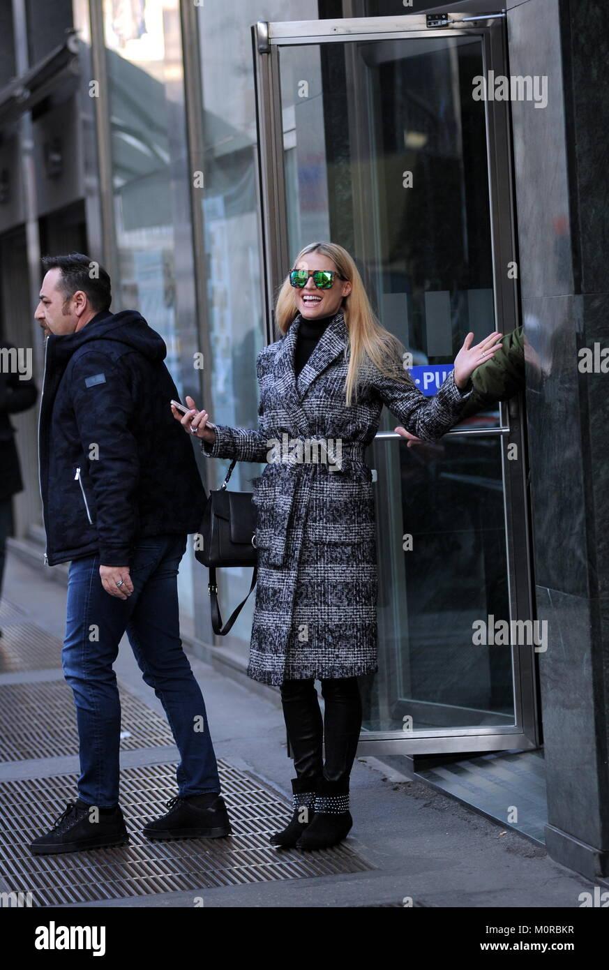 Milano Michelle Hunziker Spire 41 Oggi Ma Per Lei Ogni