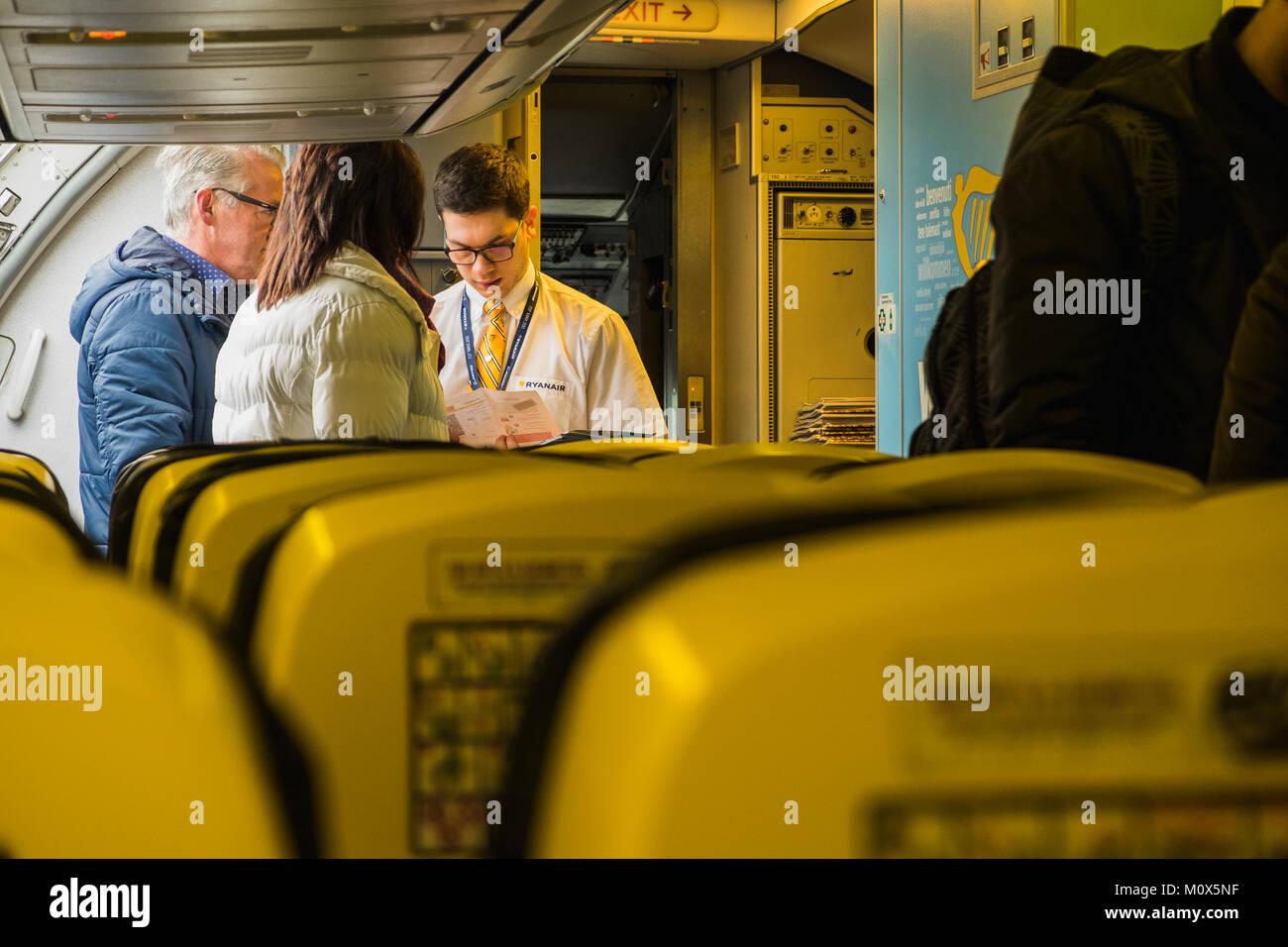 equipaggio di cabina con passeggeri