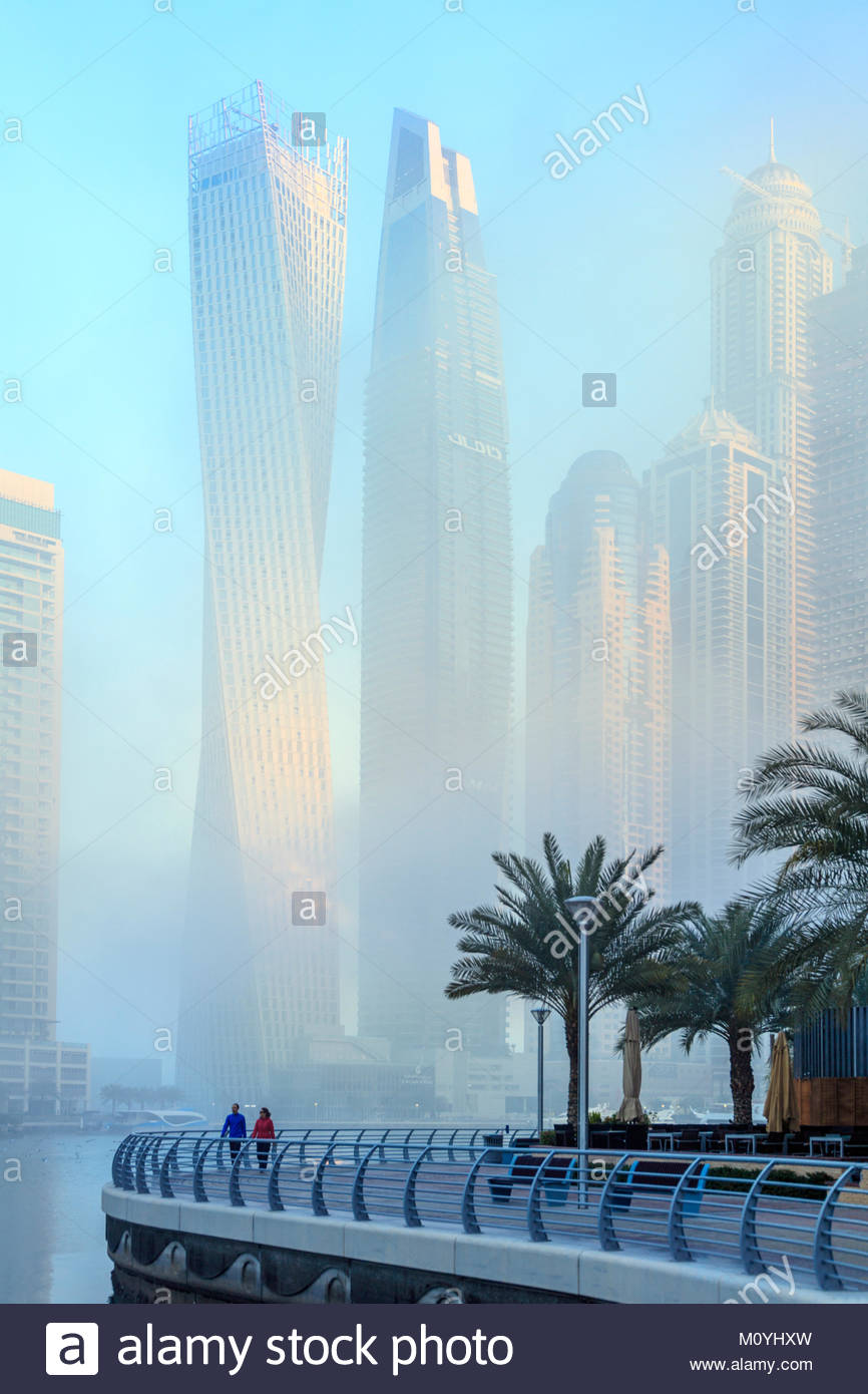 Vista dei grattacieli di ricche Dubai Marina area della città Foto Stock
