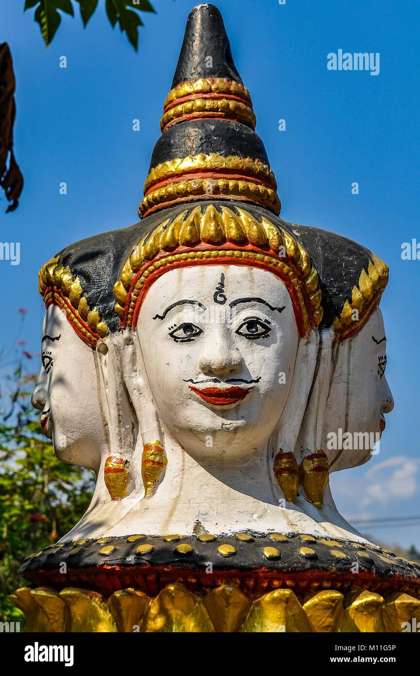 Statua buddista nel Patrimonio Mondiale UNESCO Luang Prabang, Laos Immagini Stock