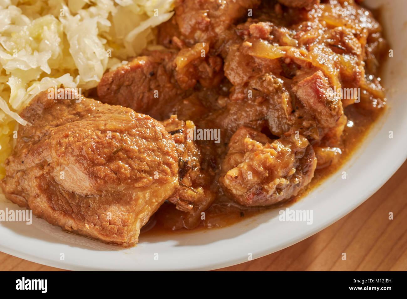 In Pennsylvania stile olandese brasati di carne di maiale e crauti, un piatto tradizionale nel giorno di Capodanno Immagini Stock