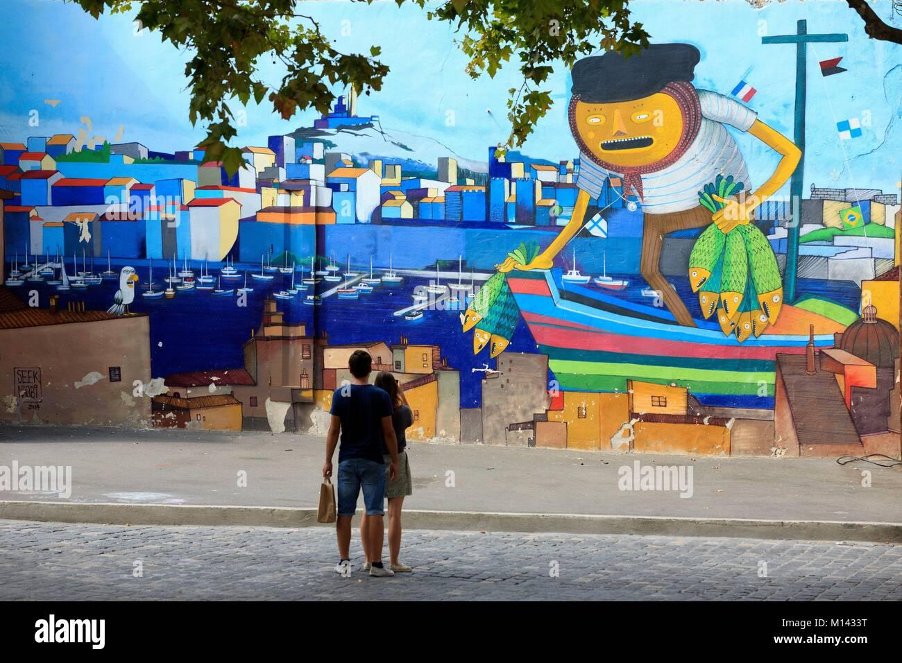 Francia, Bouches du Rhone, Marsiglia, Euromediterranee zona quartiere Panier, Arte di strada tour, tour guidato Immagini Stock