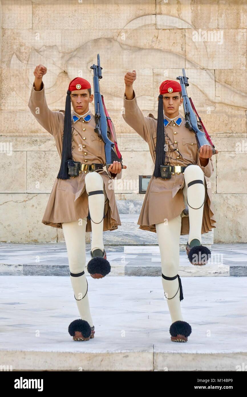 Evzones cambiando la guardia, Atene, Grecia Immagini Stock